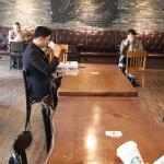 스타벅스, 좌석 공간 줄이는 사회적 거리 두기 운영 강화