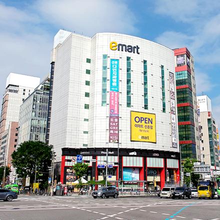 """""""작지만 강하다"""", 이마트 신촌점의 출격"""